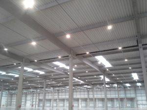 usługi elektryczne lampy hala